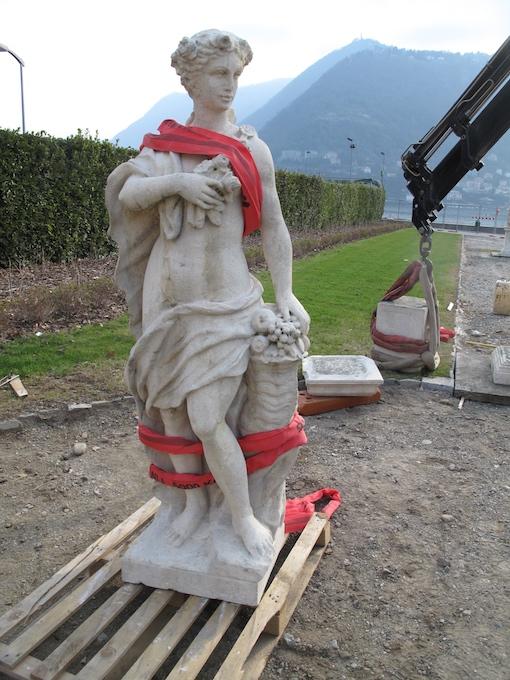 Nuova posizione per le statue del parterre